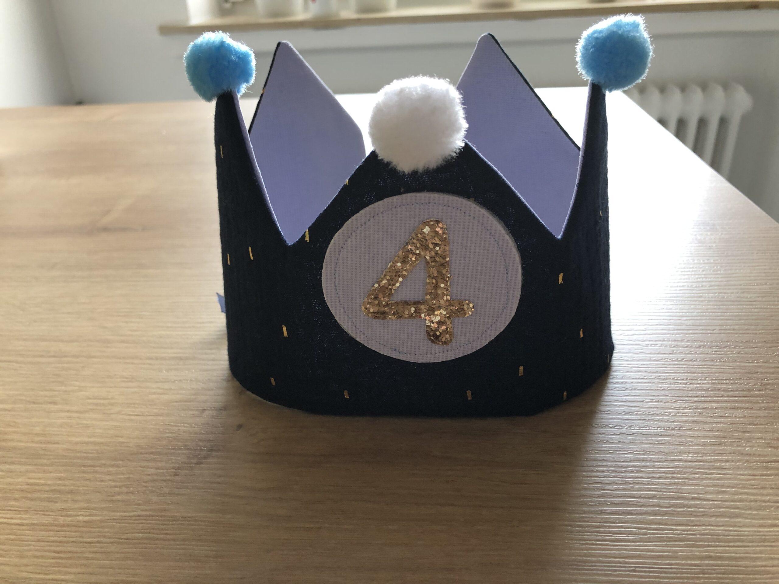 Geburtstagskrone Musselin blau Karin Schleiermacher